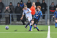 Club Brugge Dames - Rassing Harelbeke : Kelly Decubber in duel met Jolien Nuytten.foto DAVID CATRY / Vrouwenteam.Be