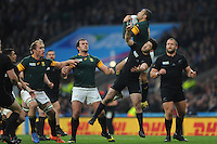 Bryan Habana of South Africa beats Nehe Milner-Skudder of New Zealand to the high ball during the Semi Final of the Rugby World Cup 2015 between South Africa and New Zealand - 24/10/2015 - Twickenham Stadium, London<br /> Mandatory Credit: Rob Munro/Stewart Communications