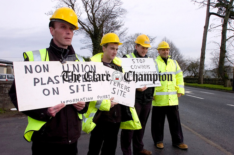 Clare plasterers Union protest at Cois na hAbhann.Pic Arthur Ellis.