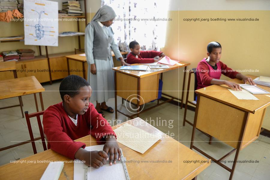 ETHIOPIA, Amhara, Gondar, school for blind children / AETHIOPIEN, Amhara, Gonder, Schule fuer blinde Kinder, blinder Junge Smegnew Tigist, 12 Jahre