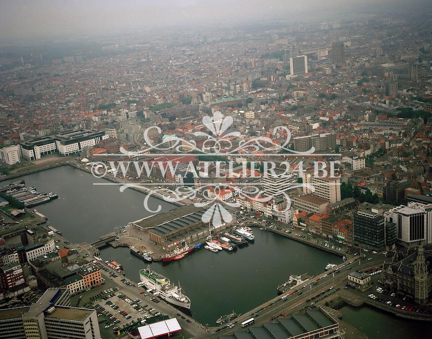 September 1998. Bonapartedok en Willemdok aan het Eilandje in Antwerpen.