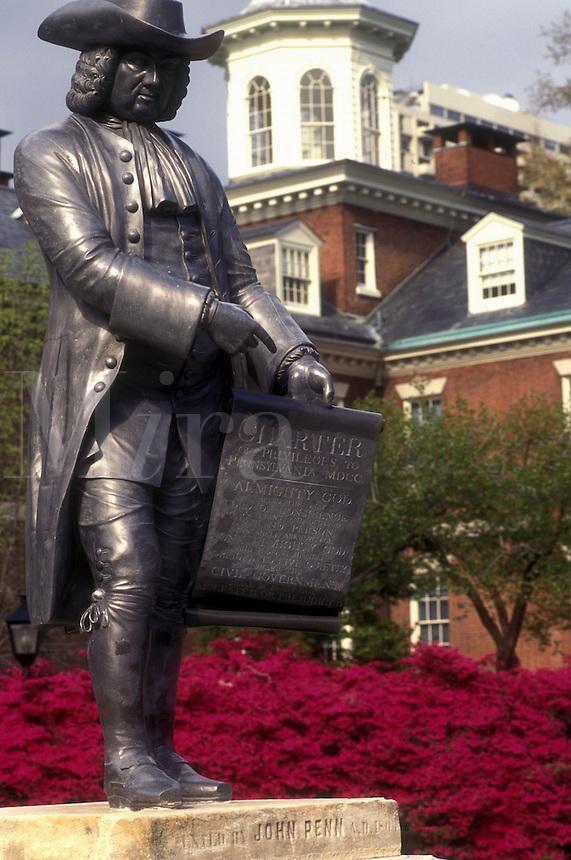 AJ1159, Philadelphia, Pennsylvania, William Penn Statue and azaleas at the entrance to Pennsylvania Hospital in downtown Philadelphia, the first hospital in the United States.