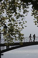 Europe/France/Rhône-Alpes/74/Haute-Savoie/Annecy: Le Pont des Amours , passerelle sur le canal du Vassé