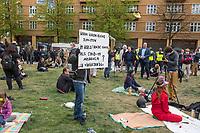 """Auf und rund um den Rosa-Luxemburg-Platz in Berlin-Mitte haben am Samstag den 25. April 2020 mehrere hundert Menschen gegen die Einschraenkungen im Zuge der Massnahmen zur Eindaeemung der Covid-19-Pandemie protestiert. Rechtsextremisten, Hooligans, Antisemiten, Verschwoerungstheoretiker und AfD-Politiker hatten zu einer sogenannten """"Hygiene-Demo"""" versammelt. Vereinzelt protestierten Menschen am Rande gegen diese Demonstration.<br /> Die Polizei war mit mehreren hundert Beamten im Einsatz und nahm mehr als 100 Personen fest.<br /> Im Bild: Ein Gegendemonstrant hat sich unter die Demonstranten gemsicht und haelt ein Schild mit der Aufschrift """"Warum waren keine Zionisten im Worldtrade Center als Covid-19 ausbrach? Inside36"""". Mit dem Schild versucht er den Antisemitismus und die Verschwoerungstheorien der Demonstranten zu entlarven.<br /> 25.4.2020, Berlin<br /> Copyright: Christian-Ditsch.de<br /> [NUR FUER REDAKTIONELLE ZWECKE! Werbung nur auf Anfrage beim Fotografen. Inhaltsveraendernde Manipulation des Fotos nur nach ausdruecklicher Genehmigung des Fotografen. Vereinbarungen ueber Abtretung von Persoenlichkeitsrechten/Model Release der abgebildeten Person/Personen liegen nicht vor. NO MODEL RELEASE! Don't publish without copyright Christian-Ditsch.de, Veroeffentlichung nur mit Fotografennennung, sowie gegen Honorar, MwSt. und Beleg. Konto: I N G - D i B a, IBAN DE58500105175400192269, BIC INGDDEFFXXX, Kontakt: post@christian-ditsch.de<br /> Bei der Bearbeitung der Dateiinformationen darf die Urheberkennzeichnung in den EXIF- und  IPTC-Daten nicht entfernt werden, diese sind in digitalen Medien nach §95c UrhG rechtlich geschuetzt. Der Urhebervermerk wird gemaess §13 UrhG verlangt.]"""