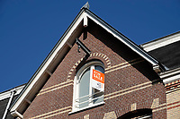 Nederland - Amsterdam- 2020.  Te Koop. For Sale. Amsterdam Oost. Verkopers richten zich ook op engelstaligen.   Foto ANP / Hollandse Hoogte / Berlinda van Dam