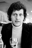 Geneve , le 25.01 .2009 . Le chanteur Joe Dassin, dans un restaurant de Geneve en 1970 .<br /> (PHOTO ERIC J. ALDAG_ DALLE