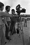 """MANUEL DE SICA DURANTE LE RIPRESE<br /> SUL SET DE """"L'EROE"""" DI MANUEL DE SICA ROMA 1974"""