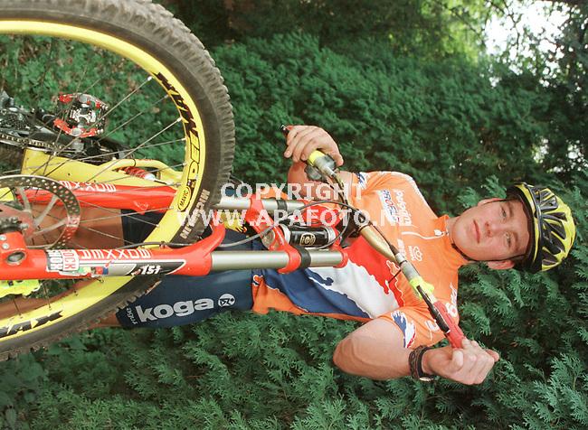 mook 090999 gert tholen naar wk mountainbike in zweden. foto frans ypma.