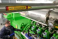 GERMANY, Hamburg, Cogeneration unit for heating and power supply with natural gas or green hydrogen, H2 pipe and Jenbacher gas engine / DEUTSCHLAND, Hamburg, Hansewerk Natur, BHKW Blockheizkraftwerk 1 MW Klasse, das über Kraft-Wärme-Kopplung eine Siedlung mit Strom und Wärme versorgt, Energiequellen Erdgas oder grüner Wasserstoff gewonnen aus erneuerbarer Energie, Wasserstoff Zuleitung fuer Jenbacher Gasmotor, der wahlweise grünen Wasserstoff oder Erdgas verbrennen kann