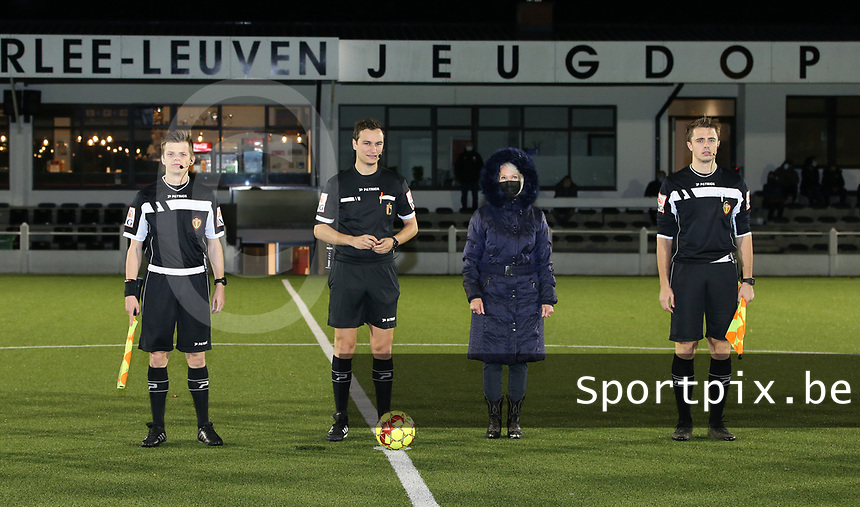 Referees and the match ball sponsor Sonja Buggenhout pictured at the start of a female soccer game between Oud Heverlee Leuven and Sporting de Charleroi on the seventh matchday of the 2020 - 2021 season of Belgian Womens Super League , sunday 15 th of November 2020  in Heverlee , Belgium . PHOTO SPORTPIX.BE | SPP | SEVIL OKTEM