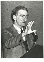 Le chef du PLQ, Claude RYAN, a la tribune du jeune barreau de Montreal, le 10 mars 1980<br /> <br /> <br /> PHOTO :  Agence Quebec Presse