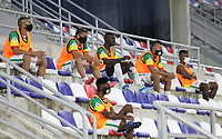 BARRANQUILLA - COLOMBIA, 23-09-2020: Sustitutos Real Cartagena.Real Cartagena y Tigres FC en partido de  ida de la segunda ronda de clasificación de la Copa Betplay DIMAYOR  jugado en el estadio Romelio Martínez de la ciudad de Barranquilla. / <br /> substitute players of the Real Cartagena team.Real Cartagena and Tigres FC in the first leg of the second qualifying round of the DIMAYOR Betplay Cup played at the Romelio Martínez stadium in the city of Barranquilla.. Photo: VizzorImage / Jairo Cassiani / Contribuidor