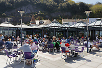 Pictured: People enjoy the sunny weather at Verdi's in Mumbles near Swansea, Wales, UK. Monday 26 April 2021<br /> Re: Lockdown rules caused by the Covid-19 Coronavirus pandemic have been relaxed, with outdoors pubs, restaurants and cafes now open in Wales, UK.