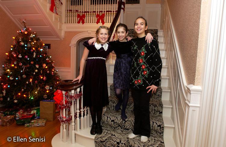 MR / Little Falls, NY                                Cousins (girls 10, 11, &12) on Christmas Eve at family party..Kol1 Bab5 She2.©Ellen B. Senisi