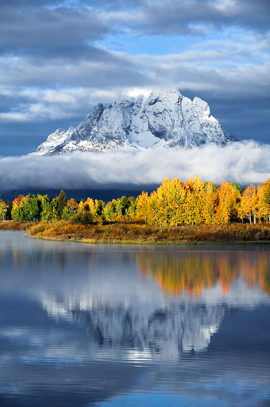 Oxbow Bend on Snake River with sunrise,fall color and relfection. Teton National Park, Wyoming