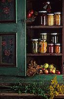 """Europe/Pologne/Varsovie: Au restaurant """"Gessler"""" - Détail bocaux de fruits et légumes en saumure ou vinaigre"""
