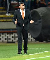 MEDELLÍN - COLOMBIA, 14-02-2019: Daniel Farías, técnico de Deportivo La Guaira, durante partido de la segunda fase, llave 6, entre Atlético Nacional (COL) y Deportivo La Guaira (VEN), por la Copa Conmebol Libertadores Bridgestone 2019, en el Estadio Atanasio Girardot, la ciudad de Medellín. / Daniel Farias, coach of Deportivo La Guaira, during a match for the second stage, key 6, between Atletico Nacional (COL) and Deportivo La Guaira (VEN), for the Conmebol Libertadores Bridgestone Cup 2019, at the Atanasio Girardot, Stadium, in Medellin city. Photos: VizzorImage / León Monsalve / Cont.