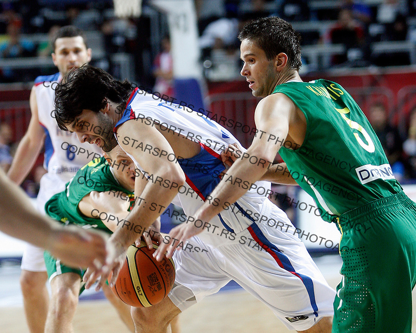 Milos TEODOSIC (Serbia)  dribbles Mantas KALNIETIS (Lithuania) and Renaldas SEIBUTIS (Lithuania) during the 3rd Place World championship basketball match against Lithuania in Istanbul, Serbia-Lithuania, Turkey on Sunday, Sep. 12, 2010. (Novak Djurovic/Starsportphoto.com) .