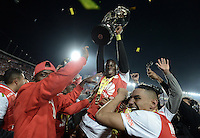 BOGOTÁ -COLOMBIA, 18-12-2016. Carlos Arboleda player of Santa Fe celebrates the title as champion of Liga Aguila II 2016 after the final second leg match between Independiente Santa Fe and Deportes Tolima of the Liga Aguila II 2016 played at the Nemesio Camacho El Campin Stadium in Bogota city. Photo: VizzorImage/ Gabriel Aponte / Staff