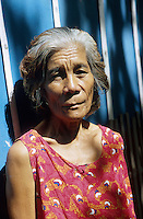 PHILIPPINES, Negros, portrait of a landless woman / PHILIPPINEN, Negros, Portraet einer landlosen Frau