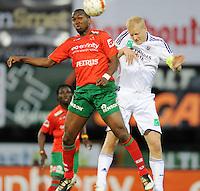 SV Zulte-Waregem - RSC Anderlecht :..luchtduel tussen Khaleem Hyland en Olivier Deschacht (rechts)..foto VDB / BART VANDENBROUCKE