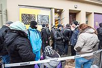 """Adidas-BVG-Turnschuh.<br /> Verkauf des Adidas-BVG-Turnschuh """"Sneaker EQT Support 93"""", im Berliner Turnschuhgeschaeft """"Overkill"""" am Dienstag den 16. Januar 2018.<br /> Der Turnschuh, der auch bis zum 31.12.2018 als BVG-Jahreskarte gueltig ist, wird in einer limitierten Auflage von 500 Stueck verkauft. Jugendlichen und professionelle eBay-Haendler sind bereits seit zwei Tagen Vorort um den Turnschuh fuer 180,- Euro zu kaufen. Die eBay-Haendler wollen den Turnschuh fuer mind. 2.000,-€ verkaufen.<br /> 16.1.2018, Berlin<br /> Copyright: Christian-Ditsch.de<br /> [Inhaltsveraendernde Manipulation des Fotos nur nach ausdruecklicher Genehmigung des Fotografen. Vereinbarungen ueber Abtretung von Persoenlichkeitsrechten/Model Release der abgebildeten Person/Personen liegen nicht vor. NO MODEL RELEASE! Nur fuer Redaktionelle Zwecke. Don't publish without copyright Christian-Ditsch.de, Veroeffentlichung nur mit Fotografennennung, sowie gegen Honorar, MwSt. und Beleg. Konto: I N G - D i B a, IBAN DE58500105175400192269, BIC INGDDEFFXXX, Kontakt: post@christian-ditsch.de<br /> Bei der Bearbeitung der Dateiinformationen darf die Urheberkennzeichnung in den EXIF- und  IPTC-Daten nicht entfernt werden, diese sind in digitalen Medien nach §95c UrhG rechtlich geschuetzt. Der Urhebervermerk wird gemaess §13 UrhG verlangt.]"""