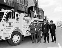 Le Maire Gilles Lamontagne avec les pompiers<br /> , Entre le 15 et le 21 septembre 1969<br /> <br /> Photographe :  Photo Moderne<br /> <br /> - Agence Quebec Presse