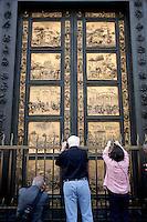 'Porta del paradiso', del battistero di Firenze di Lorenzo Ghiberti<br /> 'Door of Paradise', the eastern door of the baptistery bu Lorenzo Ghiberti<br /> Firenze 07-10-2016. Luoghi e Monumenti della citta'. <br /> Florence 7th October 2016. Places and monuments of the city.<br /> Foto Samantha Zucchi Insidefoto