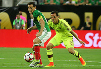 HOUSTON - UNITED STATES, 13-06-2016: Andres Guardado (Izq) jugador de Mexico (MEX) disputa el balón con Luis Manuel Seijas (Der) jugador de Venezuela (VEN) durante partido del grupo C fecha 3 por la Copa América Centenario USA 2016 jugado en el estadio NRG en Houston, Texas, USA. /  Andres Guardado (L) player of Mexico (MEX) fights the ball with Luis Manuel Seijas (R) player of Venezuela (VEN) during match of the group A date 3 for the Copa América Centenario USA 2016 played at NRG stadium in Houston, Texas ,USA. Photo: VizzorImage/ Luis Alvarez /Str