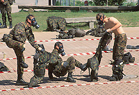 - Swiss army, exercise of NBC decontamination (Nuclear, Bacteriological and Chemical)....- esercito svizzero, esercitazione di decontaminazione  NBC (Nucleare, Batteriologico e Chimico)
