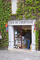 wine shop cave de l'ermitage place du marche saint emilion bordeaux france