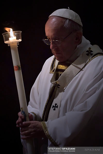 """Pope Francis """"feast of candles"""" during Holy Mass for the Solemnity of the presentation of Our Lord at St Peter's basilica at the Vatican. on Febraury 2, 2018"""