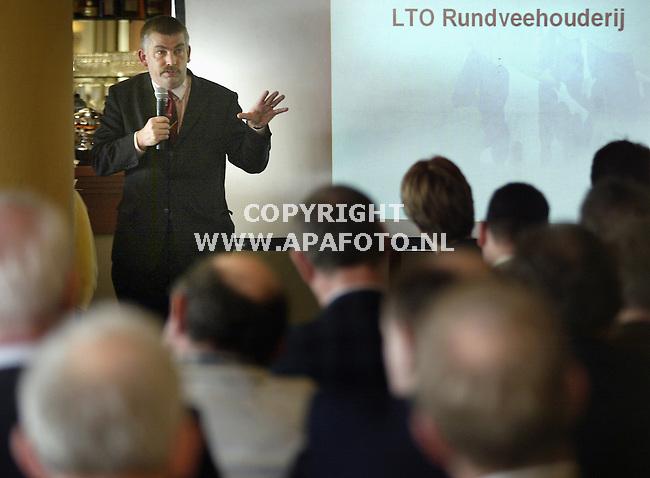 Wageningen, 230104<br />LTO symposium en presentatie 'kiezen voor koeien'. Opening door S.J. Schenk voorzitter vakgroep LTO Rundveehouderij.<br />Foto: Sjef Prins - APA Foto