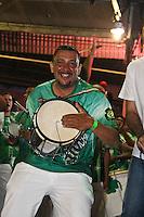 SAO PAULO, SP, 09 DE DEZEMBRO DE 2011, Integrante da Camisa Verde e Branco, no LANÇAMENTO DO CD DA LIGA DAS ESCOLAS DE SAMBA 2012 na quadra da Escola de Samba Rosas de Ouro, zona norte de SP.  (FOTO: MILENE CARDOSO / NEWS FREE)