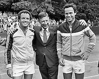 1979, Hilversum, Dutch Open, Melkhuisje, Tom Okker en Taroczy met minister van Agt