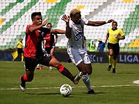 ARMENIA-COLOMBIA, 11–10-2020: Winston Ramirez de Cucuta Deportivo y Omar Albornoz de Deportes Tolima disputan el balon, durante partido de la fecha 13 entre Cucuta Deportivo y Deportes Tolima, por la Liga BetPlay DIMAYOR 2020, jugado en el estadio Centenario de la ciudad de Armenia. / Winston Ramirez of Cucuta Deportivo and Omar Albornoz of Deportes Tolima vies for the ball, during match of 13th date between Cucuta Deportivo and Deportes Tolima, for the BetPlay DIMAYOR League 2020 played at the Centenario stadium in Armenia city. / Photo: VizzorImage / Juan Jose Horta / Cont.