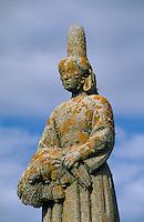 Europe/France/Bretagne/29/Finistère/Plouhinec/Pors-Poulhan: Monument de René Quillivic - bigoudène marquant la frontière du Pays Bigouden avec le Cap Sizun