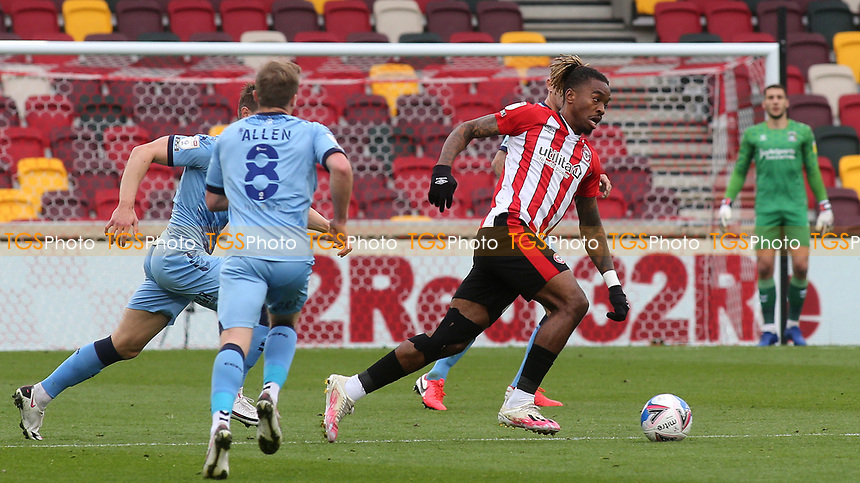 Ivan Toney of Brentford in action during Brentford vs Coventry City, Sky Bet EFL Championship Football at the Brentford Community Stadium on 17th October 2020