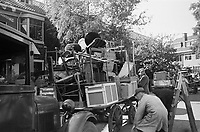 photo from the NIOD's Huizinga collection. Residents from the Marlot district in The Hague, who have to evacuate due to the launch of V2 rockets, load their contents onto a cart.