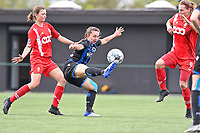 Yuna Appermont (6) of Standard  pictured in a duel with Jody Vangheluwe (22) of Club Brugge  and Sylke Calleeuw (9) of Standard  during a female soccer game between Club Brugge Dames YLA and Standard Femine de Liege on the seventh matchday in Play-Off 1 of the 2020 - 2021 season of Belgian Scooore Womens Super League , saturday 15 May 2021  in Brugge , Belgium . PHOTO SPORTPIX.BE | SPP | DAVID CATRY