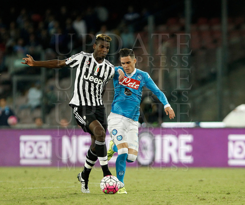 Calcio, Serie A: Napoli vs Juventus. Napoli, stadio San Paolo, 26 settembre 2015. <br /> Juventus' Paul Pogba, left, and Jose' Maria Callejon fight for the ball during the Italian Serie A football match between Napoli and Juventus at Naple's San Paolo stadium, 26 September 2015.<br /> UPDATE IMAGES PRESS/Isabella Bonotto