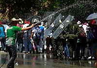 MANIZALES-COLOMBIA. 26-12-2012. Cerca de 5 mil mineros marcharon por la vía Bogotá Medellín a la altura de Marmato en Caldas. El recorrido fue de 4 km y luego volvieron al sitio de concentración./ About 5000 miners march along the road Bogota-Medellin at the place called Marmato, Caldas department. The Protesters made a tour of 4 km and comeback to the place of concentration. Photo: VizzorImage/Yonboni/STR