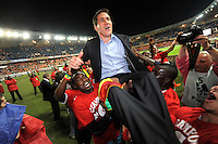 Foot : PSG / Lille - Ligue 1 - 21.05.2011 - <br /> joie des joueurs Lillois en fin de match - Champions de France - <br /> <br /> Rudi Garcia (entraineur) porte en triomphe