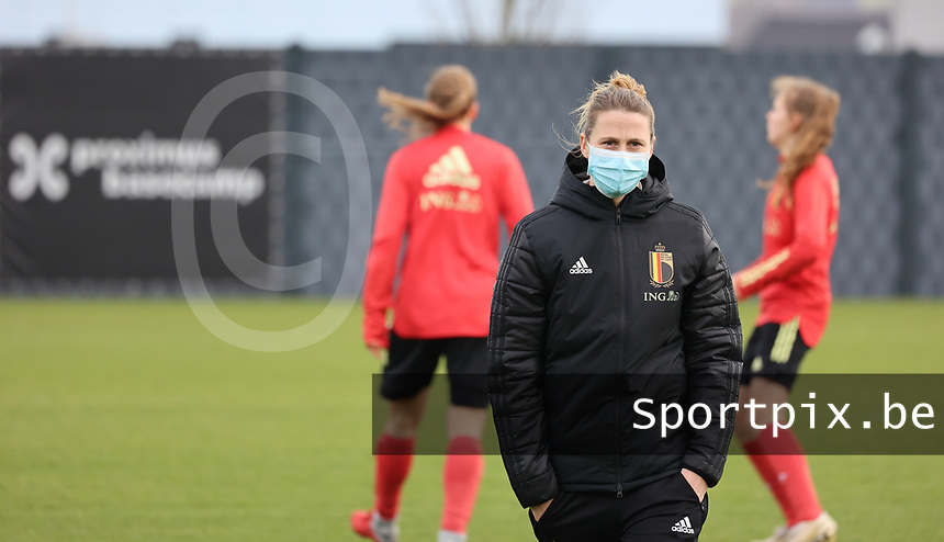 Coach Heleen Jacques pictured during the training session of the Belgian Women's National Team ahead of a friendly female soccer game between the national teams of Germany and Belgium , called the Red Flames in a pre - bid tournament called Three Nations One Goal with the national teams from Belgium , The Netherlands and Germany towards a bid for the hosting of the 2027 FIFA Women's World Cup ,on 19th of February 2021 at Proximus Basecamp. PHOTO: SEVIL OKTEM   SPORTPIX.BE