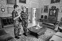 """- Aviano (Pordenone), alti ufficiali NATO partecipano ad un rinfresco nel circolo ufficiali della caserma Zappalà, sede della 132a Brigata Corazzata """"Ariete""""(Settembre 1986).<br /> <br /> - Aviano (Pordenone), senior NATO officers take part in a cocktail party in the officer's club of Zappalà barracks, headquarters of 132nd Armoured Brigade """"Ariete"""" (September 1986)."""