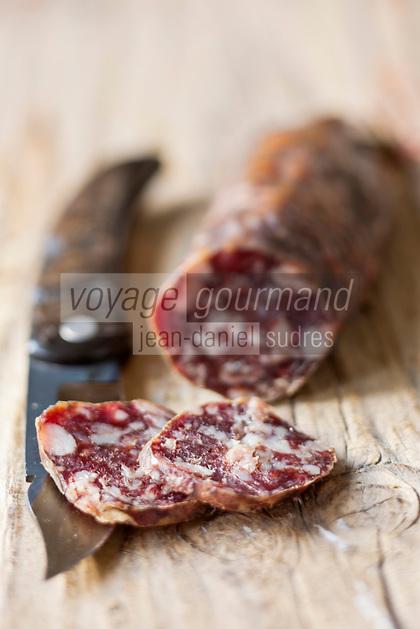 Europe/France/2A/Corse du Sud/Bocognano:  Saucisson corse, Charcuterie corse AOC de Paul Marcaggi, éleveur porcin, castanéiculteur et artisan charcutier à Bocagnano _ Charcuterie Corse AOC: A Bucugnanesa - Charcuterie vendue dans sabourique d' Ajaccio: Boutique: U Stazzu Les saveurs authenthiques // France, Corse du Sud, Bocognano,  sausages, AOC Corsican cooked meats of Paul Marcaggi, sold in his shop U Stazzu Les Saveurs Authentiques