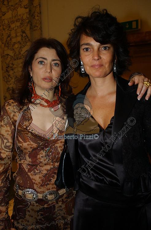 """PAOLA UGOLINI CON PATRICIA GUGLIELMI<br /> VERNISSAGE """"ROMA 2006 10 ARTISTI DELLA GALLERIA FOTOGRAFIA ITALIANA"""" AUDITORIUM DELLA CONCILIAZIONE ROMA 2006"""