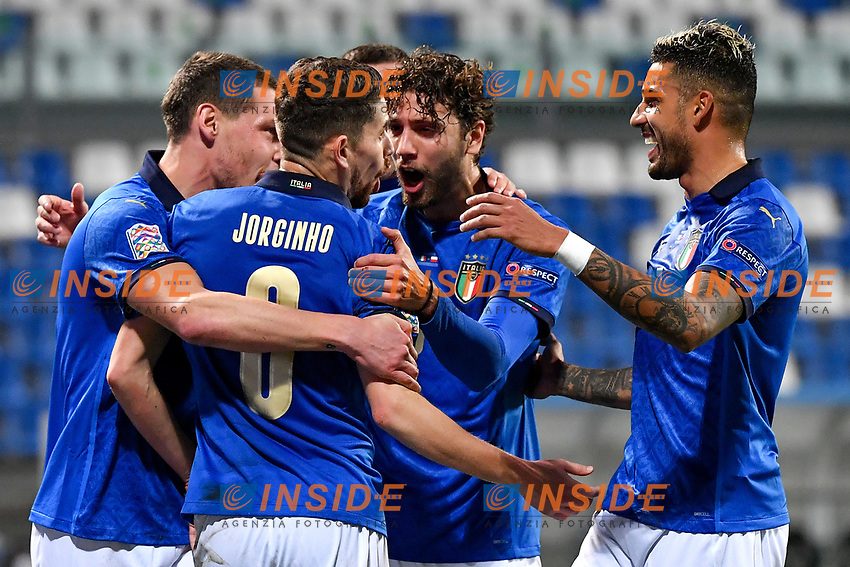 Jorge Luiz Frello Filho Jorginho of Italy celebrates with Andrea Belotti, Mannuel Locatelli and Emerson Palmieri after scoring the goal of 1-0 during the Uefa Nation League Group Stage A1 football match between Italy and Poland at Citta del Tricolore Stadium in Reggio Emilia (Italy), November, 15, 2020. Photo Andrea Staccioli / Insidefoto