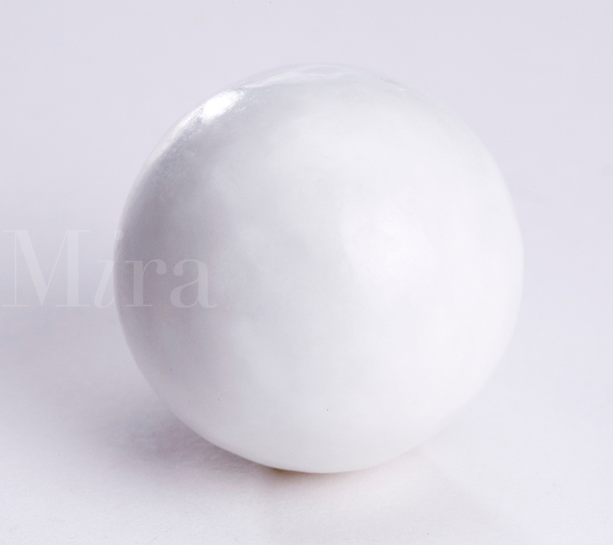Single large white bubble gum bal