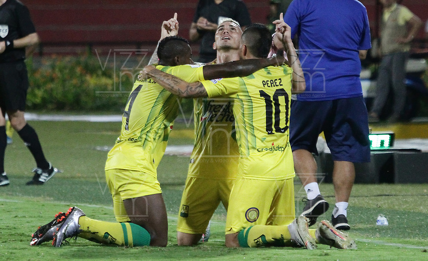 BUCARAMANGA-COLOMBIA,18 -10-2019.John Freddy Perez  jugador del Atlético Bucaramanga celebra después de anotar un gol a Jaguares de Córdoba durante partido por la fecha 18 de la Liga Águila II 2018 jugado en el estadio Alfonso López de la ciudad de Bucaramanga./John Freddy Perez (R) player of Atletico Bucaramanga celebrates after scoring a goal agaisnt  of Jaguares of Cordoba  during the match for the date 18 of the Aguila League II 2018 played at Alfonso Lopez  stadium in Bucaramanga city. Photo: VizzorImage/ Oscar Martínez / Contribuidor